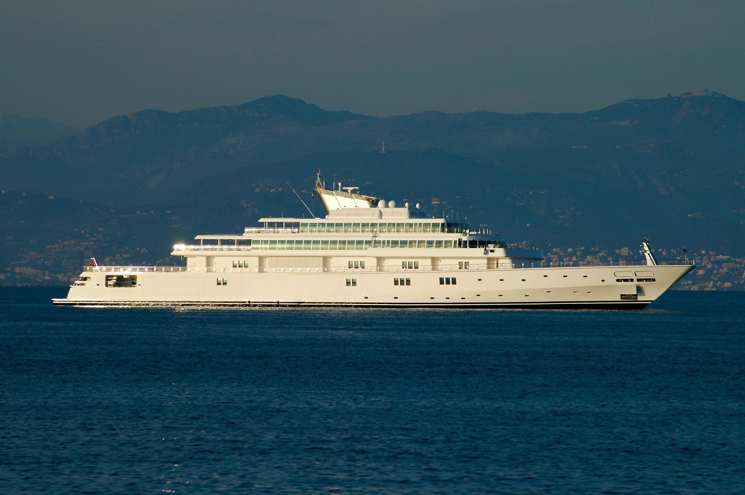 Larry Ellison - Motor Yacht RISING SUN